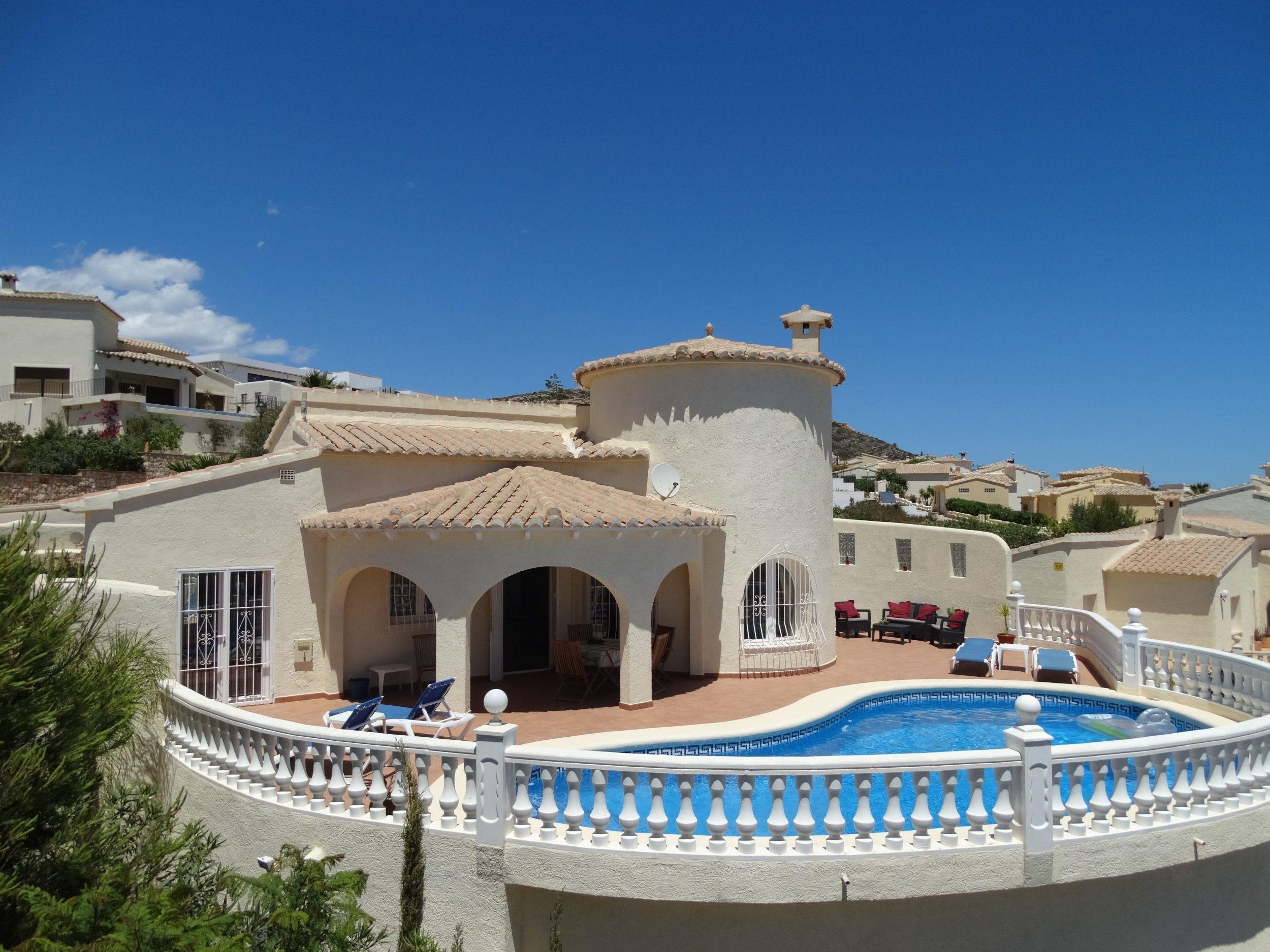 Casa jobasol luxe villa met prive zwembad en zeezicht for Luxe villa met zwembad